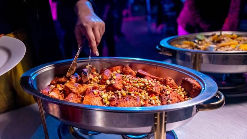 Comment garder les aliments chauds avant de servir chaud ?