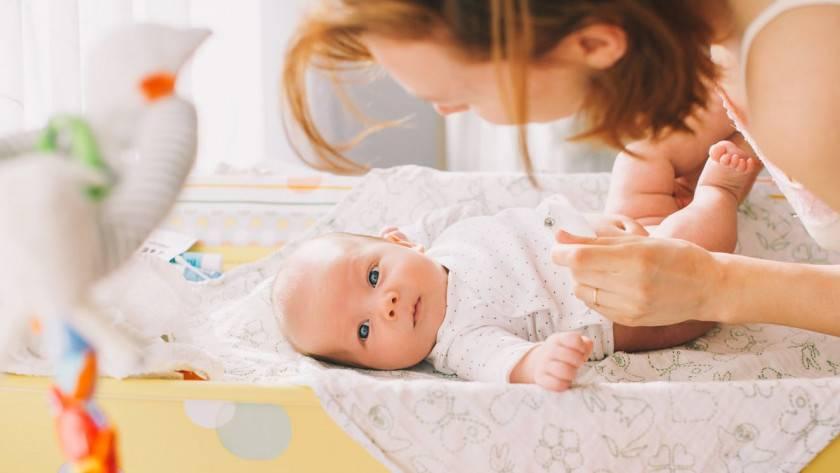 Que doit-on mettre dans le sac à langer quand on part en promenade avec un bébé ?