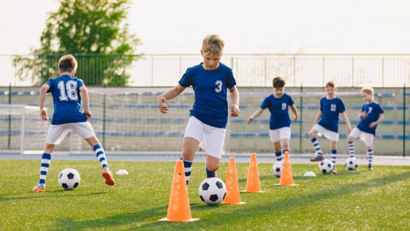 Stage de football : quels sont les bénéfices pour les enfants ?