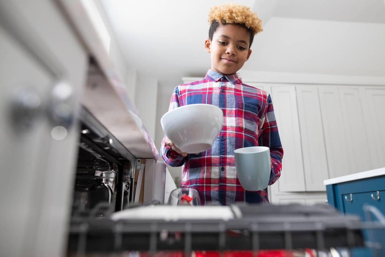 responsabiliser enfant lave vaisselle
