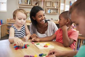 jeux Montessori pour un enfant de 3 ans